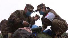 军队医护人员考核 千里机动开设野战救护所