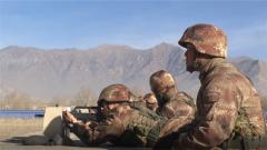 西藏军区某炮兵旅:高原新兵实弹射击初体验