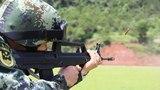 特战队员在进行步枪快速精度射击