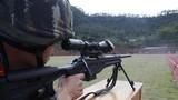 特战队员在进行狙击枪快速精度射击