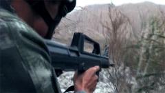 特战队员深入海拔4000米深山搜捕暴恐分子