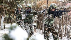 冬季雪地里大练兵 让人热血沸腾