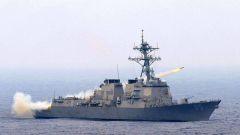 美军舰在俄太平洋舰队基地附近通过