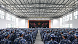 """12月5日上午,海军陆战队某旅举行新兵授衔仪式。整齐的列队,昂扬的斗志,他们期待着自己的军旅""""成人礼""""!"""