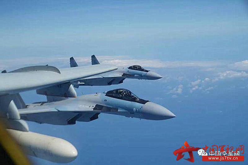 中国空军苏-35战机与轰-6k战机编队训练1(0)