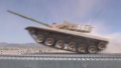 【第一军视】陆战之王傲视群雄 VT5坦克展露真身