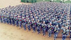 海军航空大学组织开展新兵野外实兵对抗演练