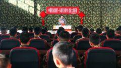 武警兵团总队某部:宪法宣传进军营  畅游书海有乐趣