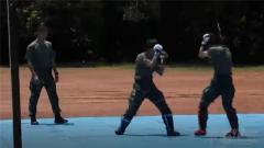 虎虎生威 特战女兵手带20斤铁环展示中国拳法