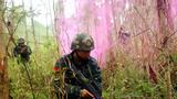 武警桂林支队特战队员进行丛林搜索