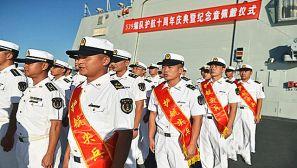 中国海军在亚丁湾举行纪念章佩戴仪式
