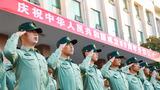 全体官兵整齐列队敬军礼、唱国歌,为祖国69周年华诞庆生。