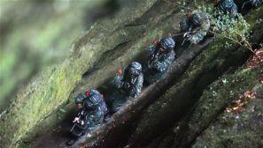 峡谷追歼 特战队员陌生地域开展反恐实战演练