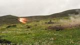 《海拔4300米,一声惊雷震天地》。紧贴实战组织某型反坦克导弹实弹射击考核训练,锤炼部队实战能力。