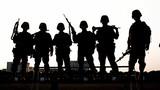 《训练归来》。今年以来,旅坚持一切训练向实战靠拢,大胆改变传统训练模式,把险难动作贯穿整个训练,有效提高了官兵在复杂环境下作战能力。图为训练归来官兵留下的剪影照。