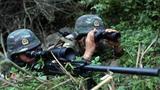 """狙击组占领制高点伺机对""""暴恐分子""""进行狙杀。"""