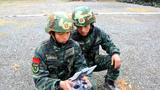 武警特战队员用无人机进行侦察