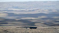 他们在大漠无人区搜索武器残骸 没有路标 只有目标