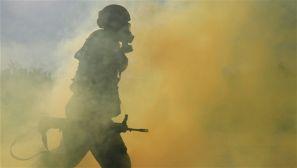 云南:武警军事比武大赛 百名官兵同场竞技