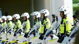启动仪式上,公安民警整装待发。