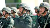 启动仪式上,全副武装的武警参勤官兵士气高昂。
