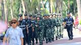 武警公安在人员密集场所进行联勤武装巡逻。
