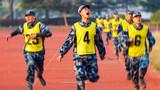 5000米跑比武:勇爭第一。