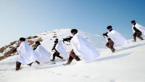 新疆军区某装甲团在茫茫雪野中磨炼精兵