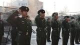 新战士入队仪式现场,全体官兵进行庄严宣誓。