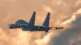 战机加力升空。