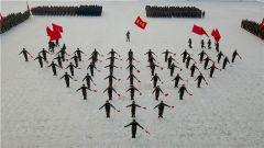 天山脚下 千余名官兵在零下20度中开训