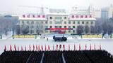   新年伊始,北疆大地,雪虐风饕,新疆军区某红军团千余名官兵顶着零下20摄氏度的低温,全副武装严阵以待,举行新年度开训动员大会。图为开训动员大会现场。