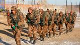 侦察分队奔赴组合障碍场。