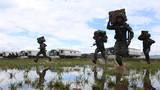 2018年9月,武警大理支队特战官兵在复杂地域进行实战化训练。