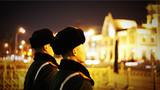 在中国铁道博物馆附近站岗执勤