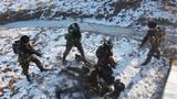 """武警吉林总队长春支队训练官兵抓捕""""暴恐分子""""。"""