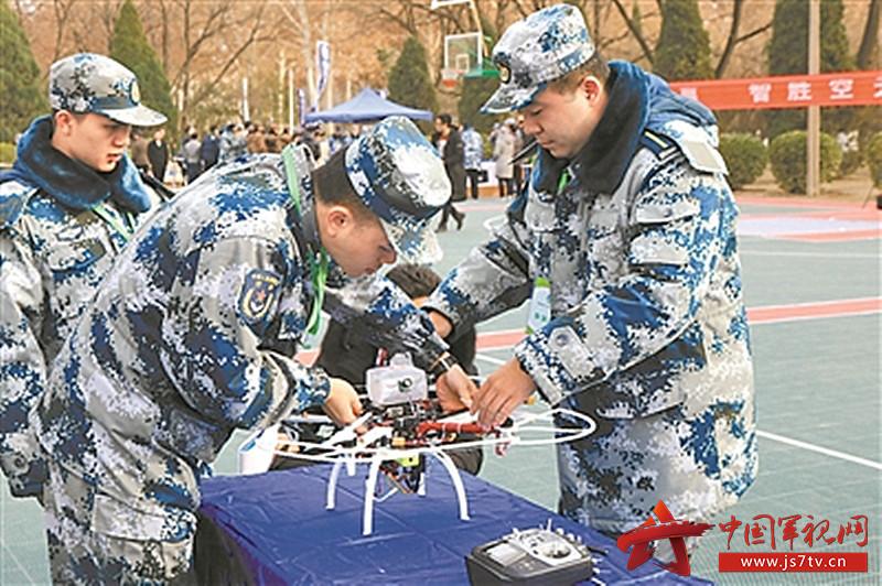 参赛选手组装无人机(0)。