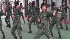 高原女兵双截棍 霸气直逼李小龙(精彩视频)