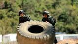 特战官兵进行极限体能训练