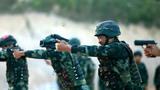 特战官兵进行手枪快速射击训练