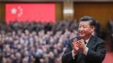 2018年12月18日,庆祝改革开放40周年大会在北京人民大会堂隆重举行。中共中央总书记、国家主席、中央军委主席习近平在大会上发表重要讲话。这是习近平鼓掌向受表彰人员表示祝贺。新华社记者 谢环驰 摄
