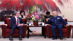 许其亮魏凤和分别与澳大利亚国防部长会见会谈