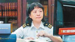 """最美退役军人甘露:从军校教员到世界海关组织""""把槌人"""""""