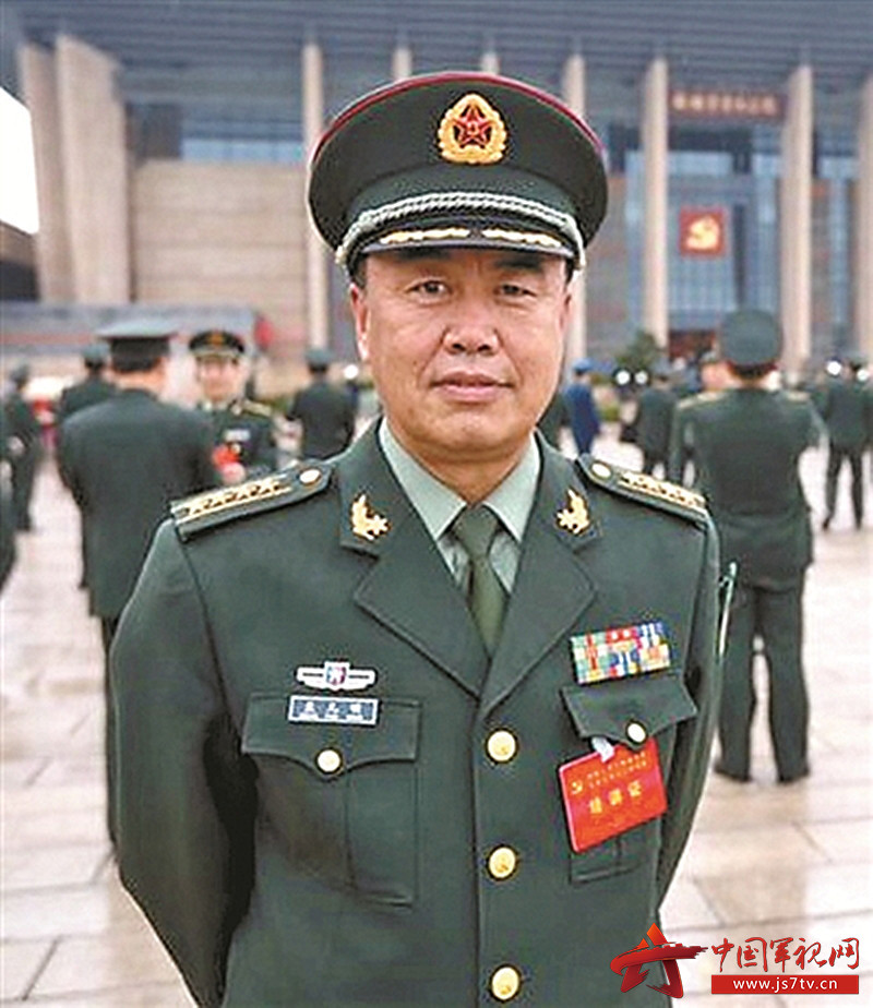 国防大学军事管理学院军事法治教研室主任、教授  (0)孟凡明