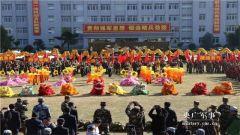 """武警某部机动第八支队举办""""奋进2019""""广场文化活动"""