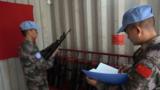 维和官兵组织安全隐患排查,检查重点部位管理情况。