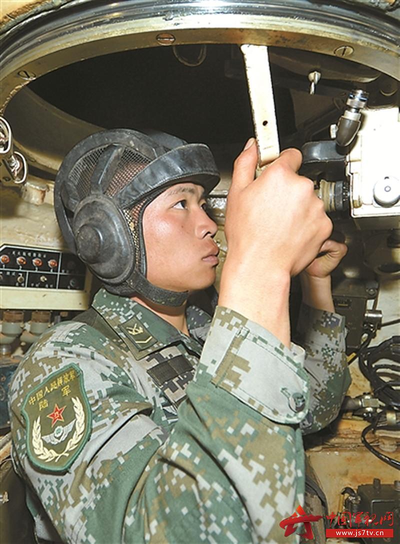 南部战区陆军某合成旅采访何俊2.(0)jpg