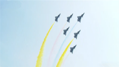 精彩 八一飞行表演队展现中国空军风采