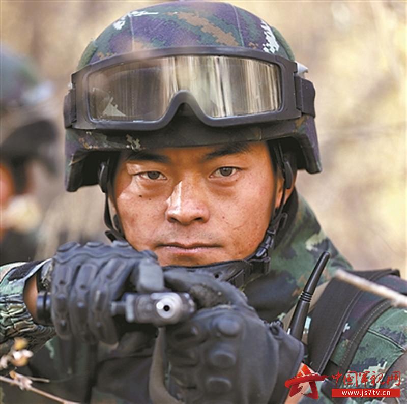武警新疆总队机动五支队特战一中队中队长刘琳.(0)jpg