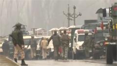 印控克什米尔发生汽车炸弹袭击 至少40人死亡